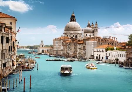 Grand Canal en de basiliek van Santa Maria della Salute, Venetië, Italië