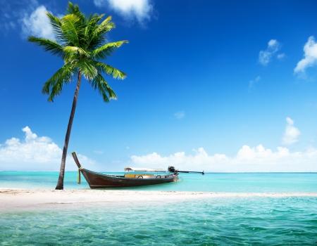 houten boot op het strand Stockfoto