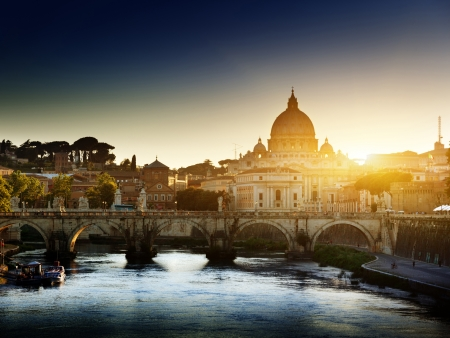 roma antigua: ver el Tíber y la Basílica de San Pedro en el Vaticano
