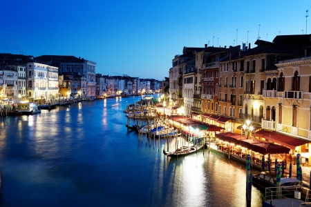 Canal Grande in Venetië, Italië bij zonsondergang