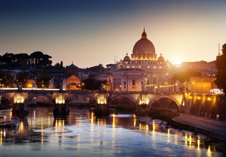 Blick auf Tiber und Petersdom im Vatikan Standard-Bild