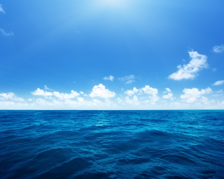 perfekter Himmel und Wasser des Indischen Ozeans