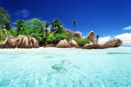 source d eau: Anse Source d Argent plage, île de La Digue, Seyshelles