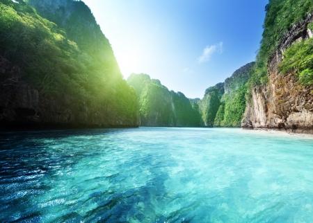 タイのピピ島で湾します。 写真素材