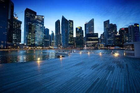 Ciudad de Singapur en la puesta del sol Foto de archivo