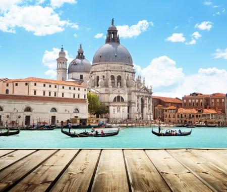 Basilica Santa Maria della Salute, Venice, Italy and wooden surface 版權商用圖片