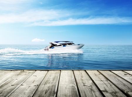 熱帯海でスピード ボート