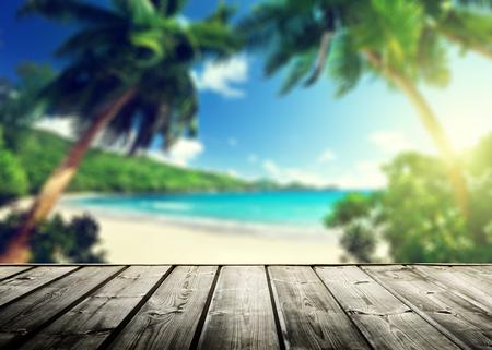 seychellen strand en de houten pier