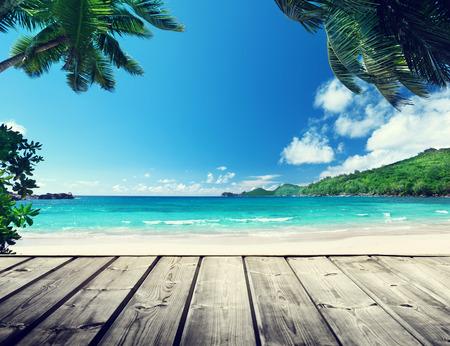 セイシェルのビーチ、木製の桟橋 写真素材