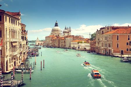paisaje mediterraneo: Gran Canal y la Bas�lica de Santa Maria della Salute, Venecia, Italia