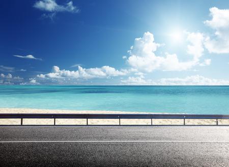 Carretera en la playa tropical Foto de archivo - 29348536
