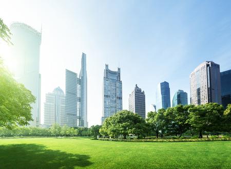Parc dans le centre financier de Lujiazui, Shanghai, Chine Banque d'images - 29448142