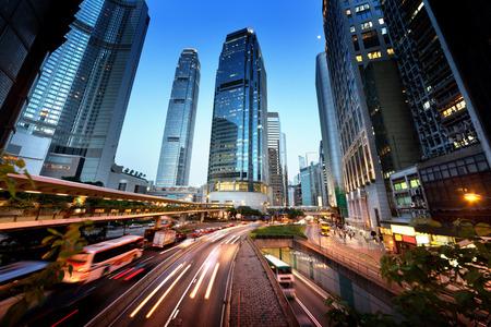 일몰 시간에 홍콩에서 트래픽