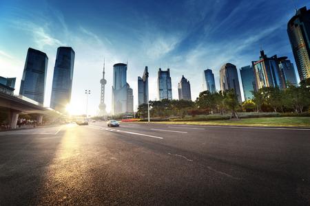 道路で上海の陸家嘴金融センター 写真素材