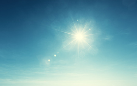 sol: cielo azul y el sol