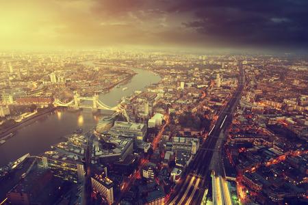 Londen luchtfoto met Tower Bridge in zonsondergang tijd Stockfoto