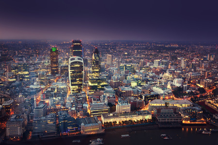 nighttime: Puesta de sol en la ciudad de Londres Foto de archivo