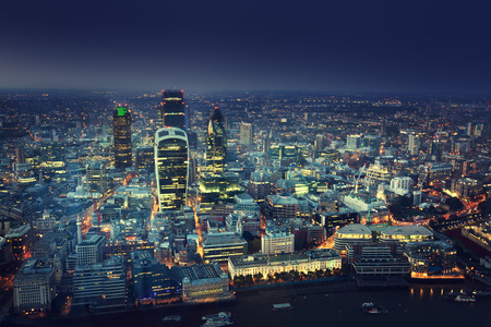 noche: Ciudad de Londres al atardecer