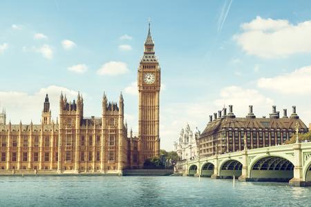 sunny day: Big Ben en un d�a soleado, Londres