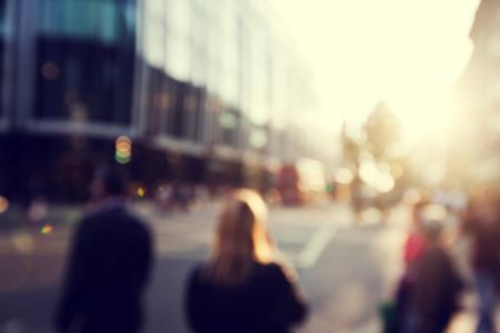 grupo de hombres: personas en bokeh, calle de Londres