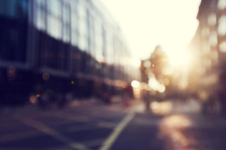 puesta de sol: personas en bokeh, calle de Londres