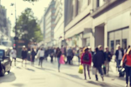 in city: personas en bokeh, calle de Londres