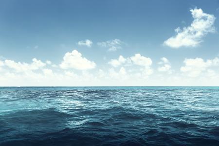ozean: perfekte Himmel und Meer