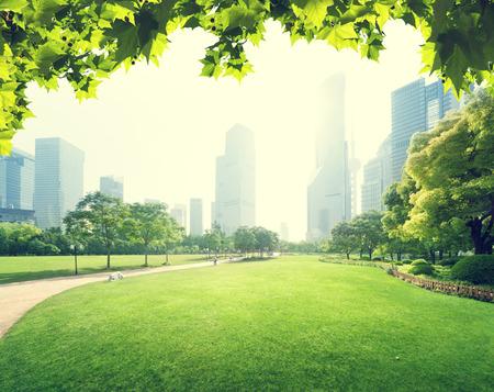 Parco nel centro finanziario Lujiazui, Shanghai, Cina Archivio Fotografico - 38111819