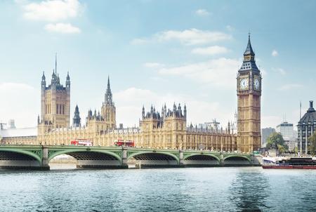 Big Ben en un día soleado, Londres Foto de archivo - 39384115