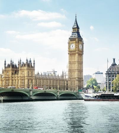the big: Big Ben en un día soleado, Londres