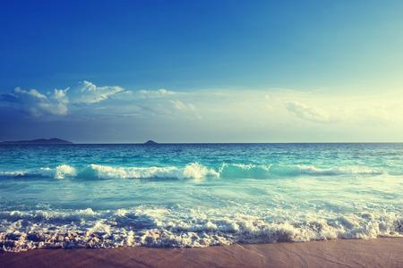Seychellen strand in zonsondergang tijd