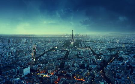 puesta de sol: Horizonte de Par�s al atardecer, Francia