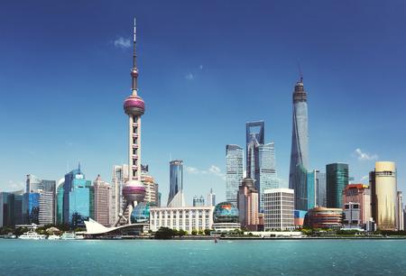 De horizon van Shanghai in het zonnige dag, China