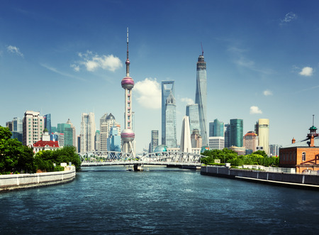 중국, 화창한 날 상하이의 스카이 라인