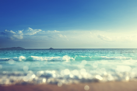 puesta de sol: playa en la puesta del sol, cambio de inclinaci�n suave efecto Foto de archivo