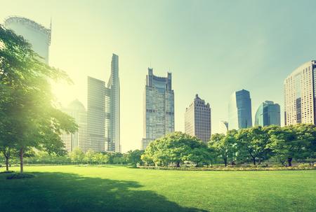 construccion: parque en el centro financiero de Lujiazui, Shanghai, China Foto de archivo