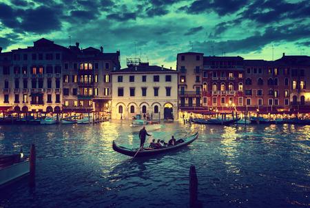 bateau: Grand Canal dans le temps de coucher de soleil, Venise, Italie