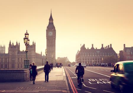 Puente de Westminster en la puesta del sol, Londres, Reino Unido Foto de archivo - 43158906