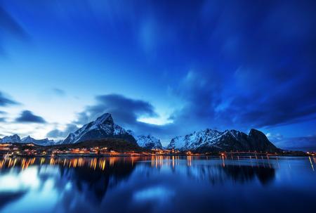 레인 마을,로 포텐 제도, 노르웨이의 일몰 스톡 콘텐츠