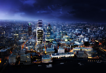 nacht: City of London bei Sonnenuntergang