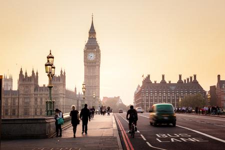 Westminster-Brücke bei Sonnenuntergang, London, UK Standard-Bild
