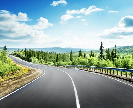 Landschap: weg in het noorden van de bergen Stockfoto