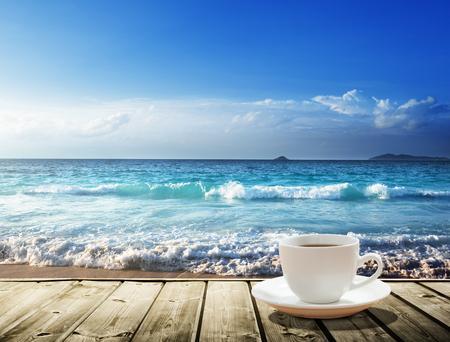 sea and cup of coffee Zdjęcie Seryjne