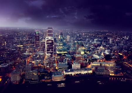 nacht: City of London bei Sonnenuntergang