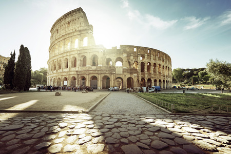 Colosseum in Rome en de ochtendzon, Italië Stockfoto