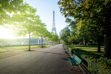 sunny morning and Eiffel Tower, Paris, France Banque d'images