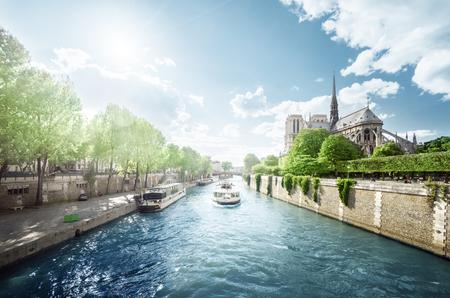 セーヌ川、ノートルダム ・ ド ・ パリ、パリ、フランス 写真素材