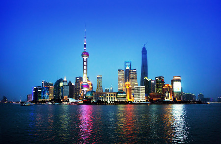 Shangai en la noche, China Foto de archivo - 46411571