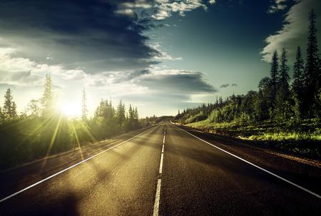 horizonte: carretera en las monta�as Foto de archivo