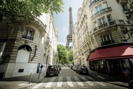 La construcción en París cerca de la Torre Eiffel Foto de archivo - 46996368